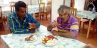 Sladkú chuť jahôd si pochvaľovali aj Florián s Róbertom.