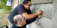 Denis pomáhal Jarkovi